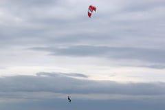 Kitesurfer doskakiwanie Fotografia Stock
