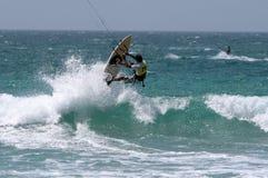 Kitesurfer en el CAMPEONATO Kitesurf de ESPAÑA Imágenes de archivo libres de regalías