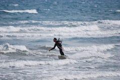 Kitesurfer en mediterráneo Imágenes de archivo libres de regalías