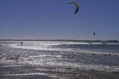 Kitesurfer Gamboa strand Beleal Peniche Portugal Royaltyfri Fotografi