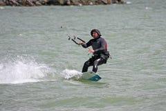 Kitesurfer jazda Obrazy Stock