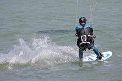 Kitesurfer no mar fotografia de stock
