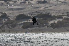 Kitesurfer sylwetkowy fotografia stock