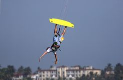 Kitesurfer upside-down Image stock