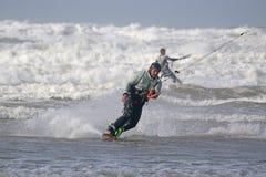 Kitesurfer w fala Zdjęcia Stock