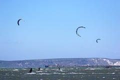 Kitesurfers в гавани Портленда Стоковые Изображения RF
