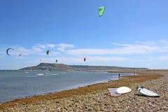 Kitesurfers в гавани Портленда Стоковая Фотография