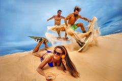 Kitesurfers на дюнах Стоковые Фото