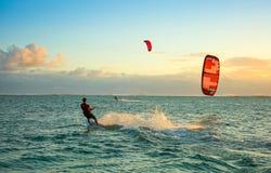 Kitesurfers на пляже Le Morne Стоковое фото RF