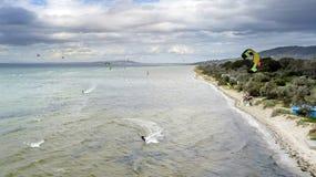 Kitesurfers на Rosebud 02 стоковая фотография