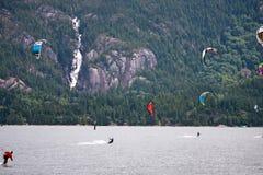 Kitesurfers на Squamish, Канаде Стоковые Фото