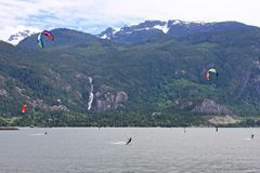 Kitesurfers на Squamish, Канаде Стоковая Фотография