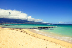 Kitesurfers alla spiaggia di Kanaha - Maui, Hawai Fotografie Stock Libere da Diritti