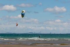 Kitesurfers with Auckland skyline Royalty Free Stock Photos