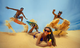 Kitesurfers aux dunes Images stock