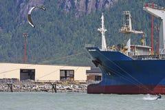 Kitesurfers bei Squamish, Kanada Stockbilder