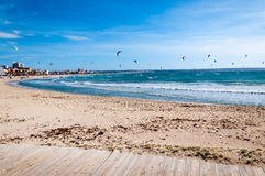 Kitesurfers dans Playa De Palma Photos stock