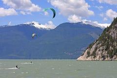 Kitesurfers przy Squamish Zdjęcie Stock