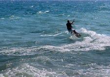 Kitesurfing在欧洲 免版税库存图片