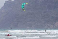 Kitesurfing Imagenes de archivo