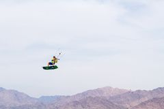 Kitesurfing 免版税库存照片