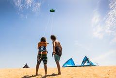Kitesurfing fotos de archivo libres de regalías