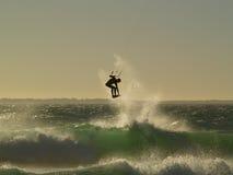 Kitesurfing - Ciudad del Cabo fotos de archivo