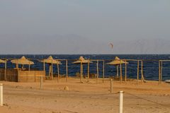 Kitesurfing en el Mar Rojo, Dahab Foto de archivo