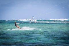 Kitesurfing en Isla Mauricio Imagen de archivo libre de regalías