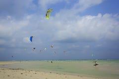 Kitesurfing en la isla de Koh Samui 31 de enero de 2015 Fotografía de archivo libre de regalías