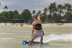 Kitesurfing en la isla de Koh Samui 31 de enero de 2015 Imágenes de archivo libres de regalías