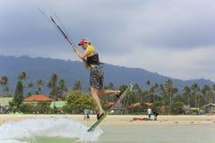 Kitesurfing en la isla de Koh Samui 31 de enero de 2015 Fotos de archivo libres de regalías