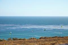 Kitesurfing en Malibu imagen de archivo