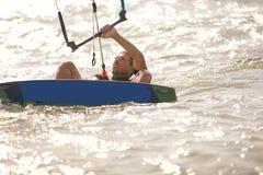Kitesurfing, fotos da ação de Kiteboarding Fotografia de Stock