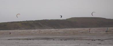Kitesurfing i Weston Super Mare royaltyfri foto