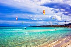 Kitesurfing in Italien Lizenzfreies Stockfoto