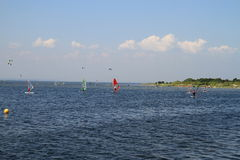 Kitesurfing in Jurata Lizenzfreie Stockbilder
