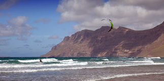 kitesurfing lanzarote Arkivfoton