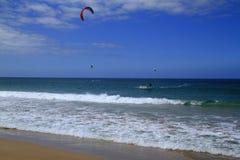 Kitesurfing na Fuerteventura wyspie Zdjęcia Stock