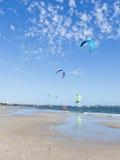 Kitesurfing nel porto di Melbourne, Australia Fotografia Stock