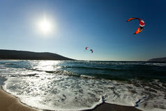 Kitesurfing no Prasonisi rhodes Greece Fotos de Stock