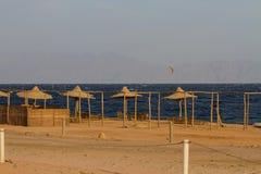 Kitesurfing op het Rode Overzees, Dahab Stock Foto