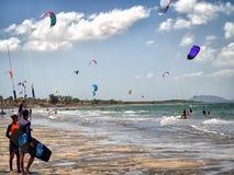 Kitesurfing parada zdjęcia stock