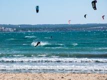 Kitesurfing Playa DE Palma Stock Foto