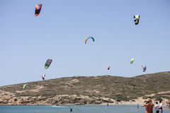 Kitesurfprestaties in Prasonisi Stock Afbeelding