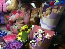 Kitsch-chinesische Blumenstraußdekorationen in Shanghai, China Lizenzfreies Stockfoto