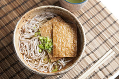 Kitsune soba, Japanese buckwheat noodles with marinated, fried tofu Stock Photo