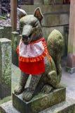 Kitsunestandbeeld, shintoheiligdom, Japan Royalty-vrije Stock Foto's