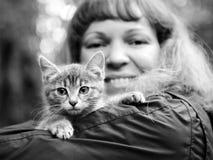 Kitten on the girl's shoulder Royalty Free Stock Images