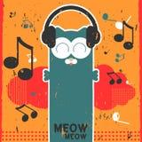 Kitty écoutant la musique dans des écouteurs Images stock